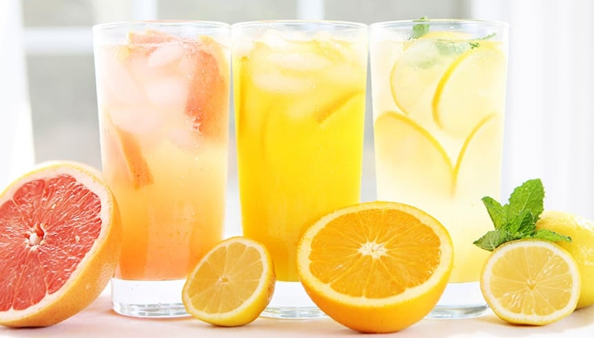 Bebidas frías con cubitos de hielo redondos congelados con Bolsas de Cubitos de Hielo Albal®