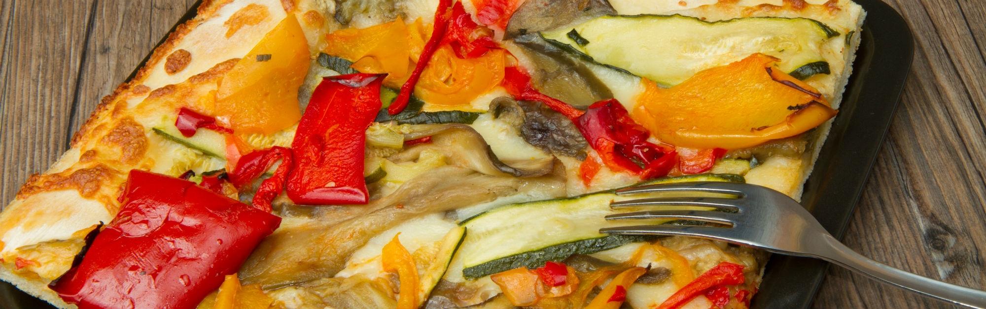 Coca de verduras y queso