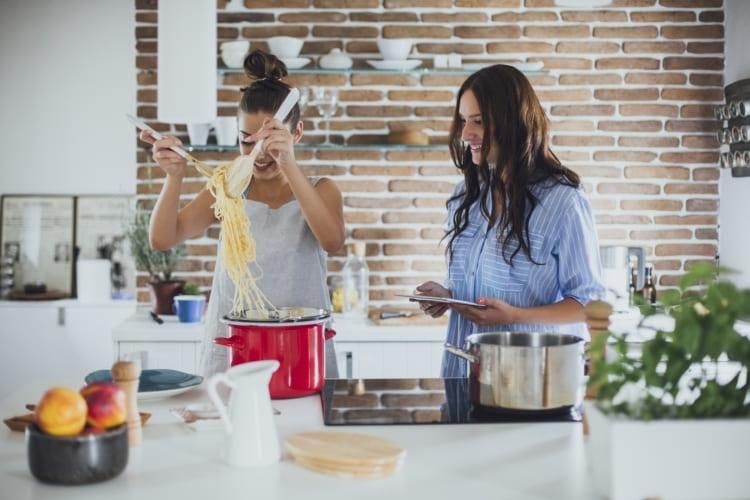 Disfruta cocinando con las bolsas para Horno y Microondas de Albal®.