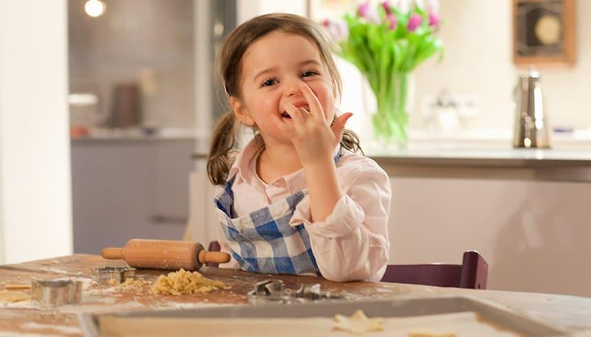 Hornear galletas con papel de horno Albal®.