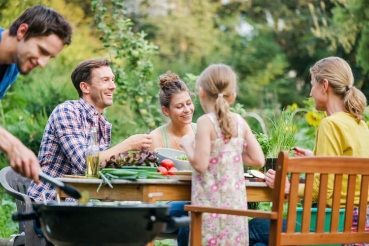 Lleva tus alimentos frescos a un picnic con las Bolsas Conservación con solapa Albal®