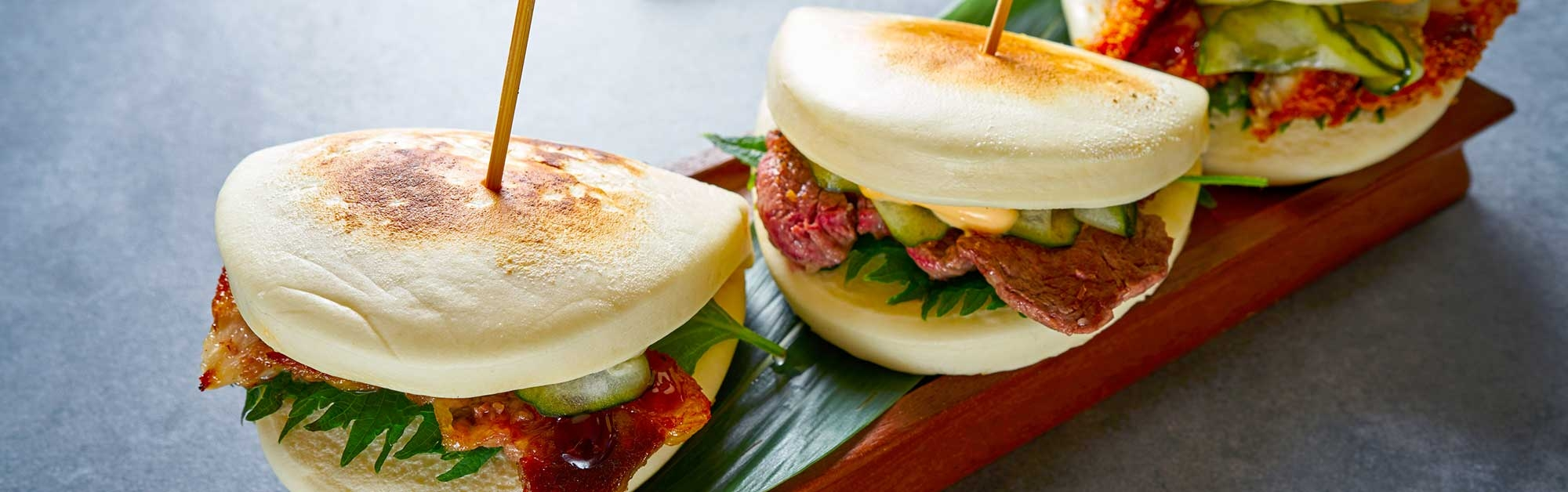 Pan bao con panceta de cerdo y salsa hoisin