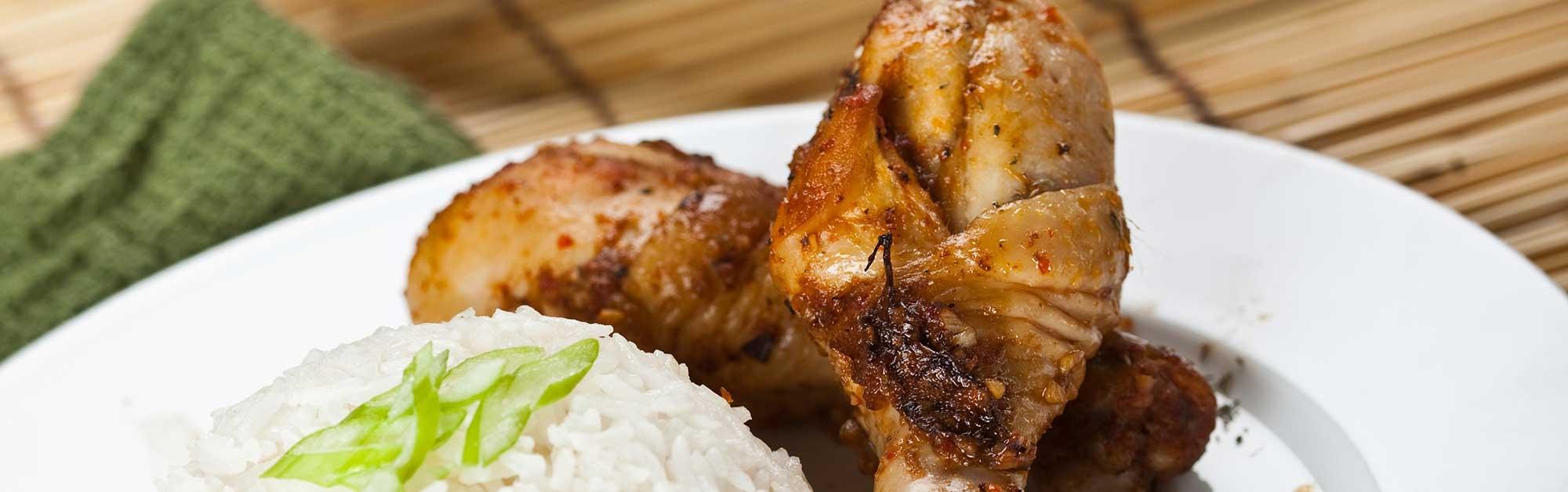 Pollo Satay con arroz jazmín