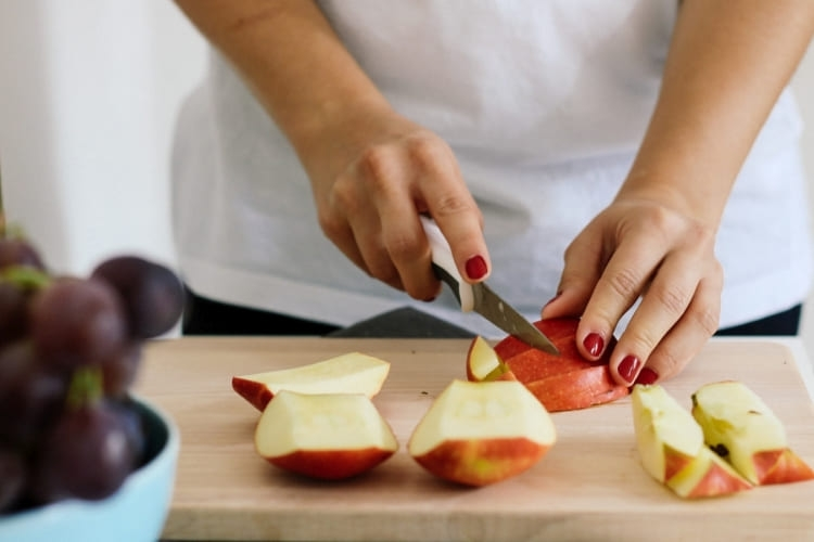 Puedes conservar una manzana recién cortada en la Bolsa Verduras Albal®