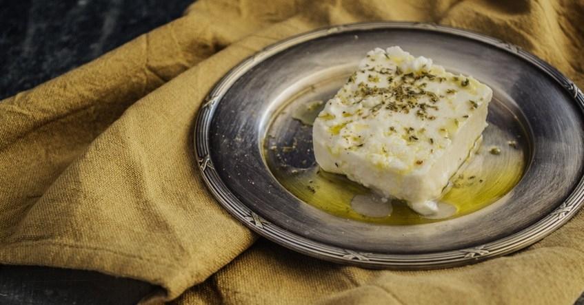 Truco Albal®: Conserva el queso feta en perfectas condiciones